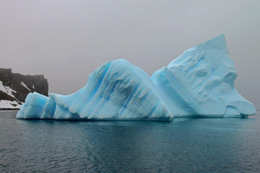 Iceberg, ou escultura, encalhada.