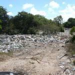 Lixão a céu aberto, na restinga (área de preservação permanente) da APA (àrea de proteção ambiental) da praia do Peba...