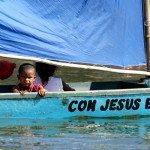 Menino na canoa, rio São Francisco.