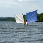 A caminho de Mangue Seco, cruzamos com as lindas canoas sergipanas.