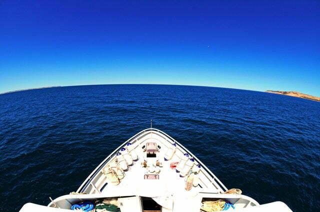 Saindo do Golfo Nuevo, em Puerto Madryn, em direção à Caleta Hornos