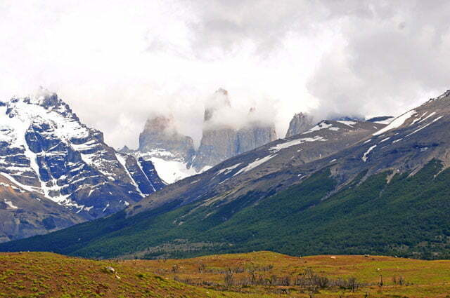 As 'torres'' del Paine estavam debaixo de nuvens...'