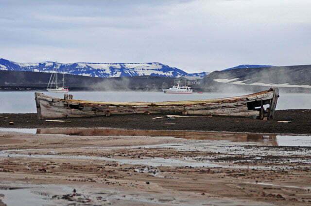 imagem de antigo baleeiro na ilha Deception