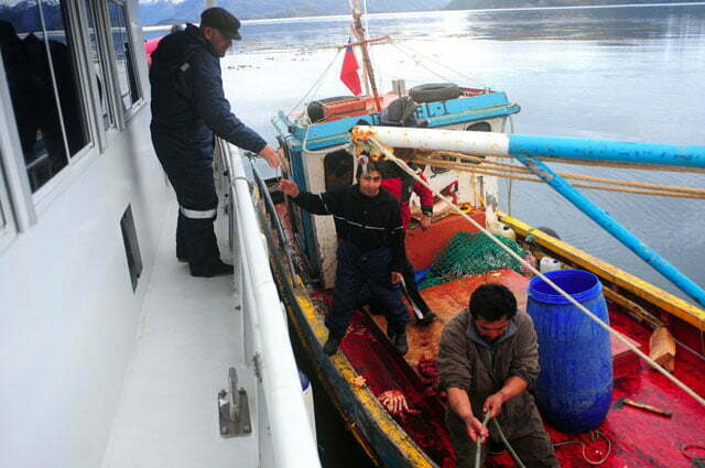 Pedrão cumprimenta o pescador
