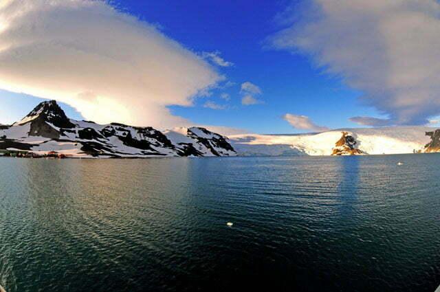 imagem da enseada Martel, Antártica