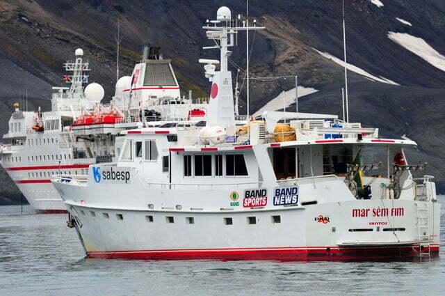 imagem do barco mar sem fim na ilha Deception