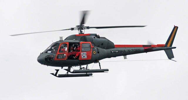 O helicóptero do Ary Rongel sobrevoa o Mar Sem Fim
