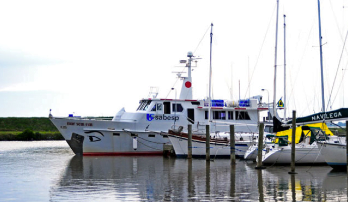 Viagem à Antártica, do Rio Grande para Punta Arenas , imagem do barco mar sem fim no porto de Rio Grande