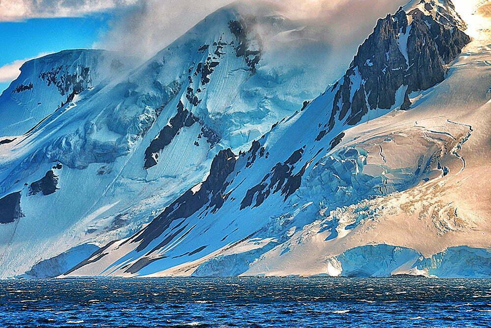 Antártica e diamantes, imagem de montanhas na antártica