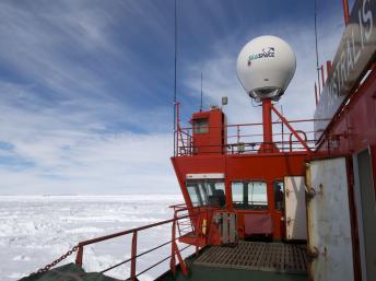 Navios russo e chinês, imagem do Navio quebra-gelo chinês Xue Long