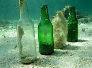 Oceanos estão virando lixões invisíveis