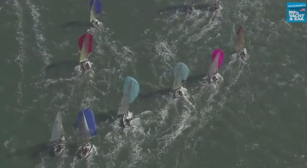 Veleiros embelezam o mar, imagem de Veleiros com vela balão em regata.
