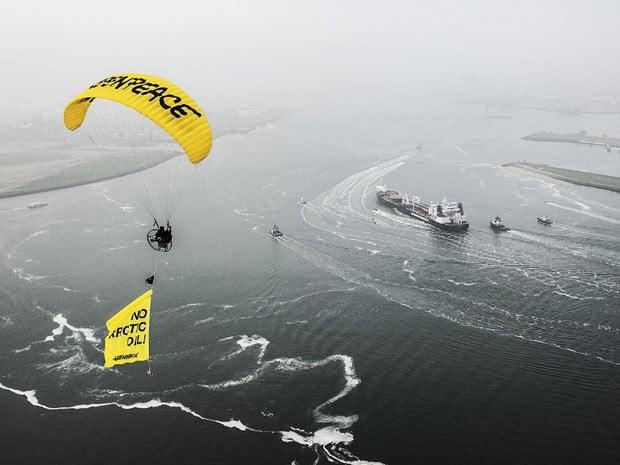 Navio tanque petroleiro russo é bloqueado por ativistas do Greenpeace