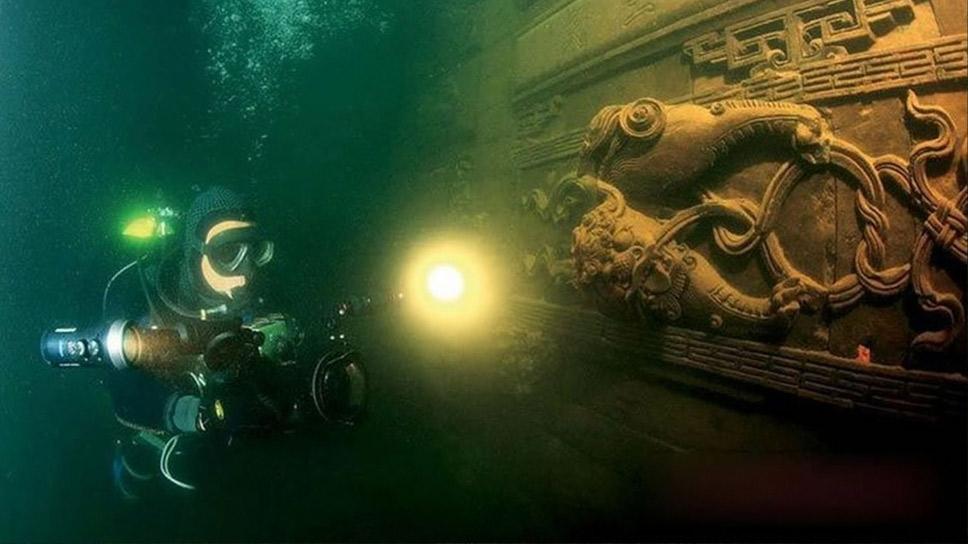 cidade submersa na China, imagem de mergulhador em A tecnologia para a exploração submarina está apenas começando