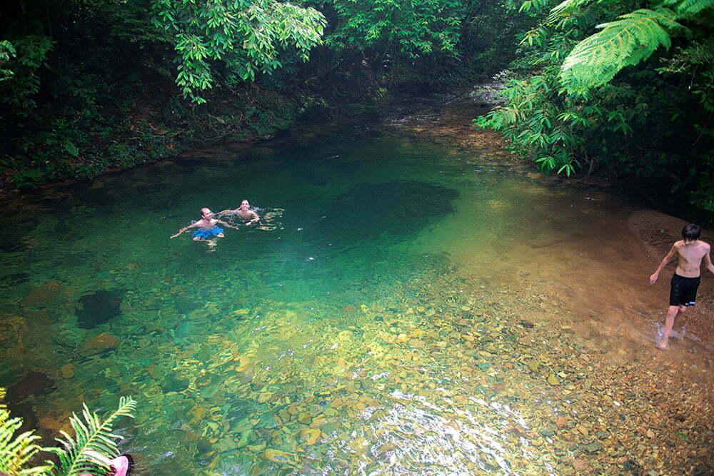 RPPN Salto Morato, Reserva Particular do Patrimônio Natural Salto Morato, imagem de turistas-na-piscina-natural a