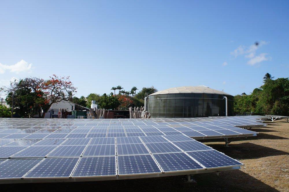 Barbados e o aumento do nível do mar, imagem painéis solares Barbados