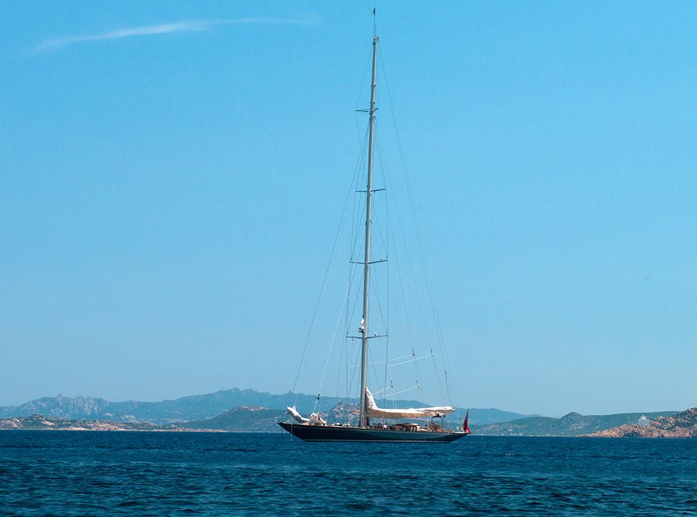 Shamrock V, velejando num sonho, imagem do veleiro Shmarock V