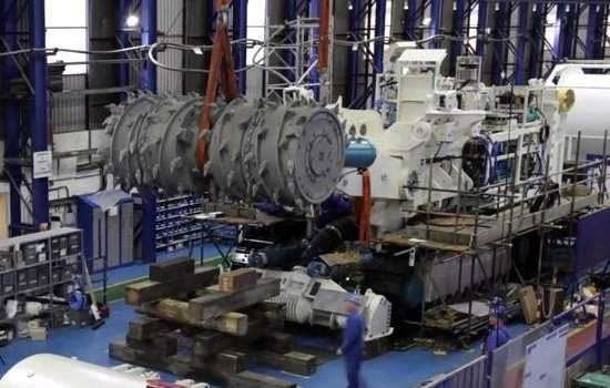 imagem máquina de mineração no fundo do mar