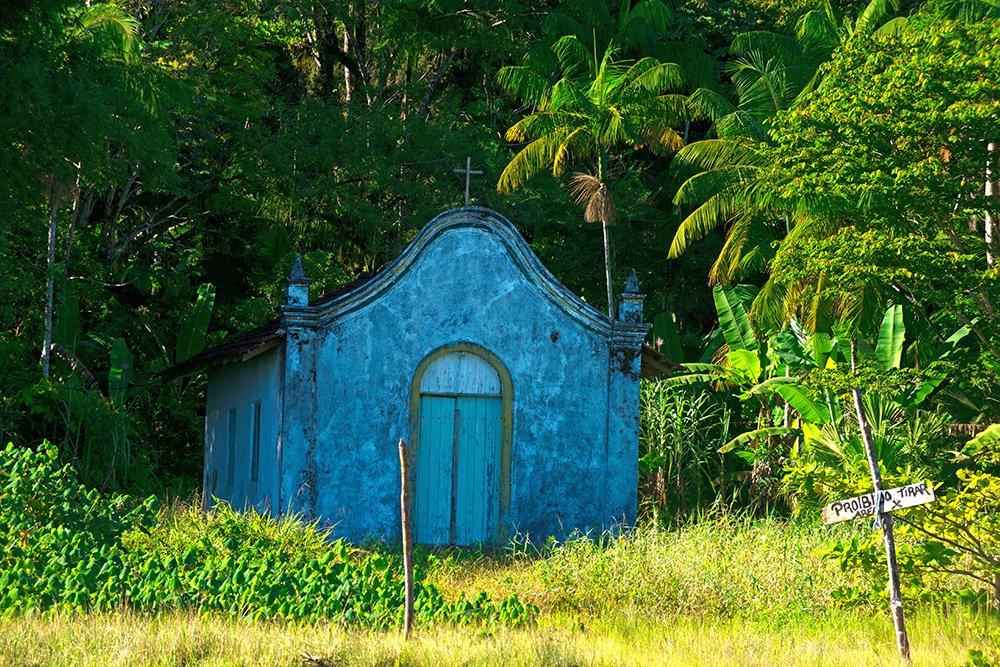 imagem da igreja no Parque Nacional do Superagui