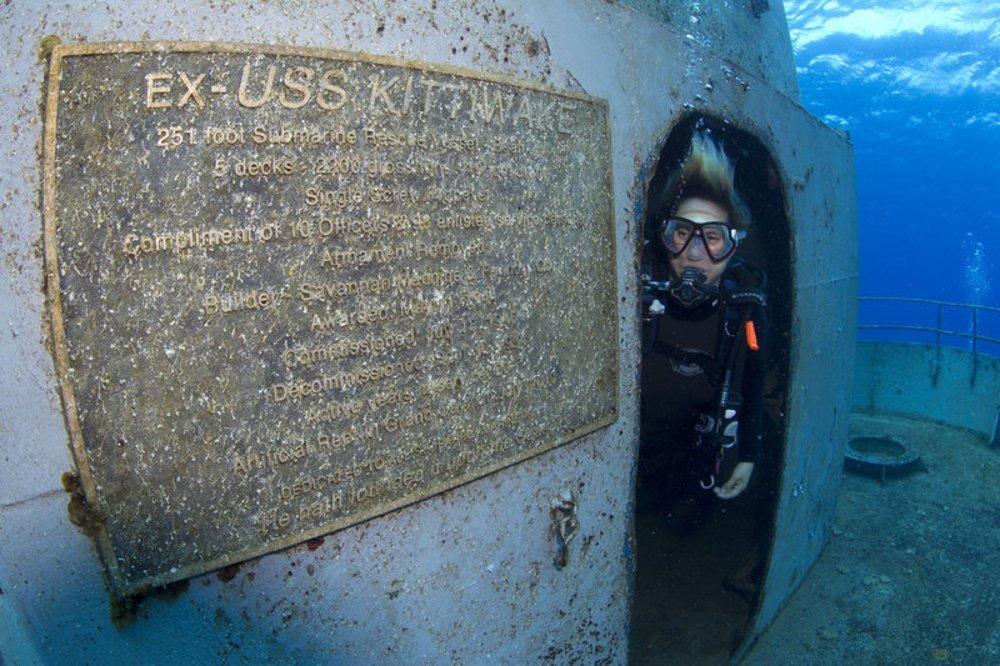 mergulhadora em kittiwake, um dos naufrágios pelo mundo