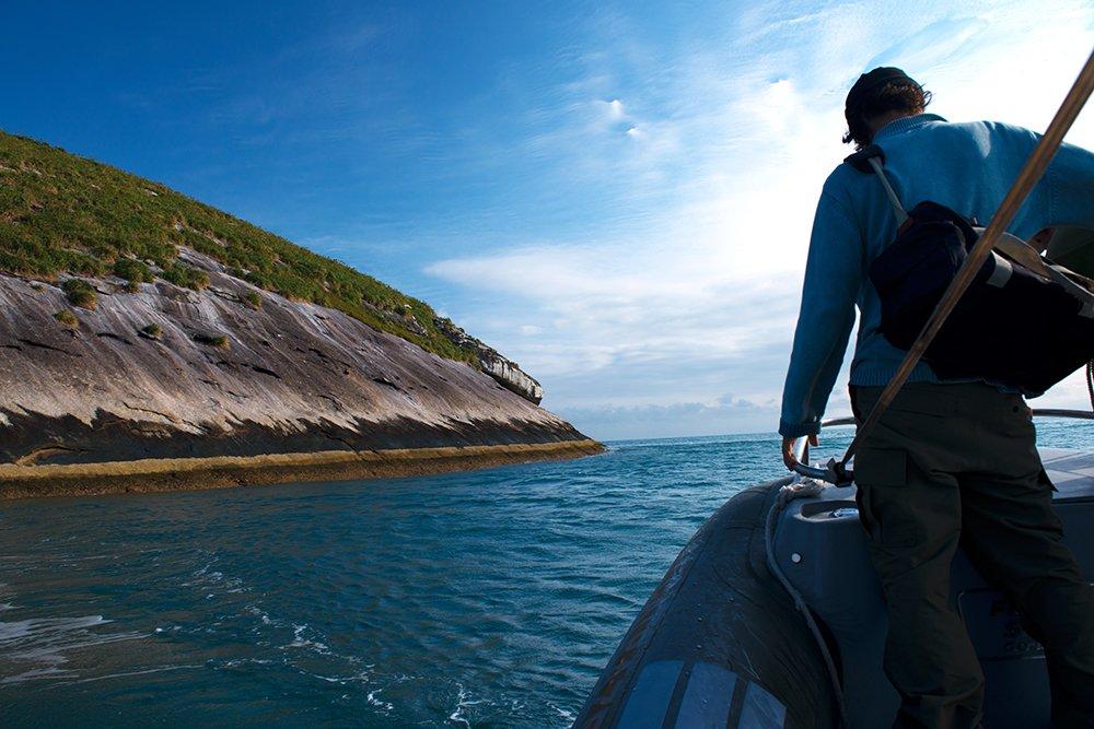 chegando-na-ilha-Paredão-alcatrazes