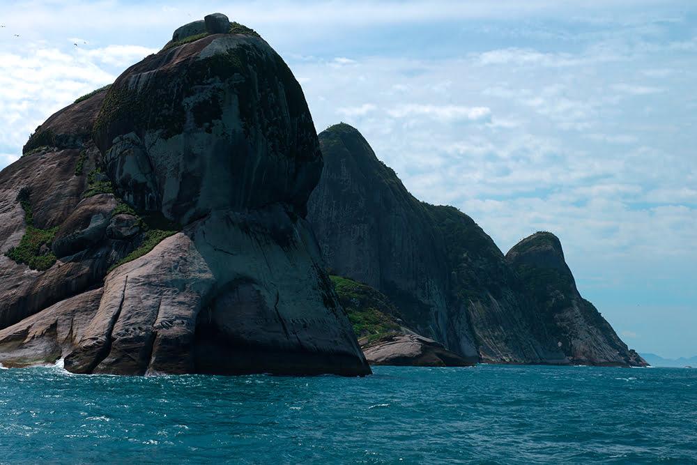 dobrando-a-ponta-sul-Laje de Santos, Alcatrazes e ESEC Tupinambás.
