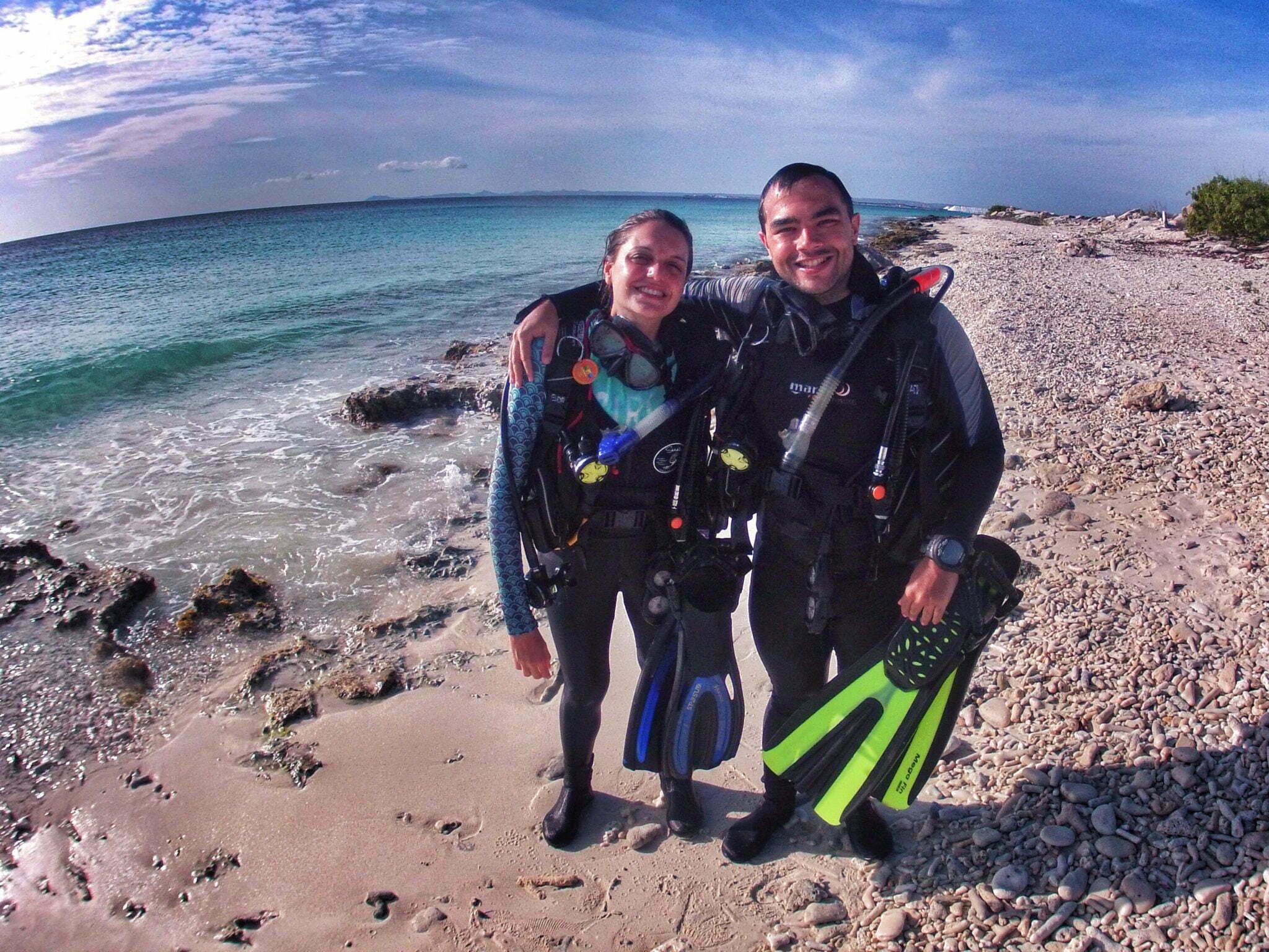 imagem mergulhadores que salvaram raia