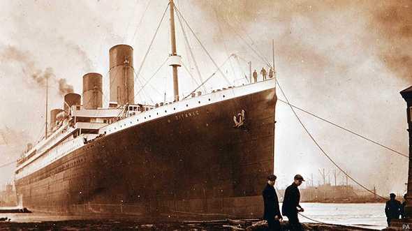 Fotos inéditas do Titanic, imagem do Titanic passando pela última inspeção