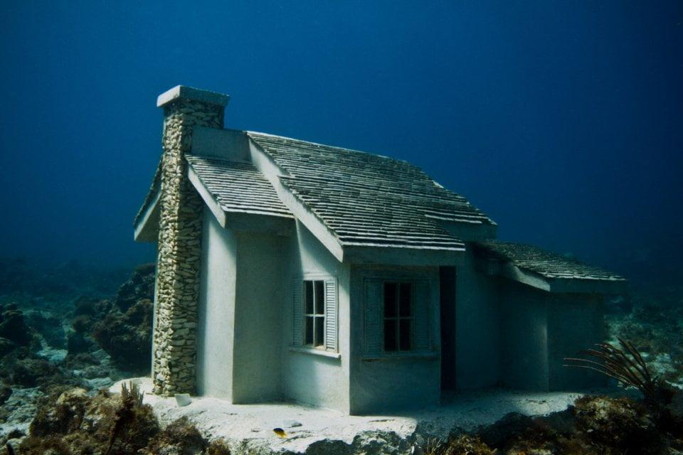 imagem escultura casa underwater