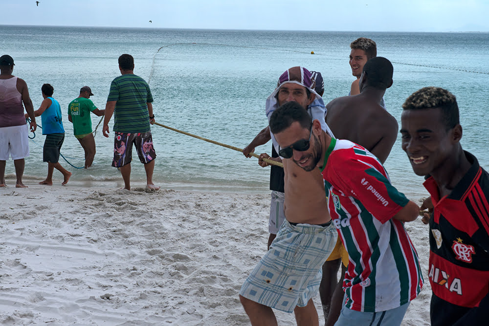 Resex Arraial do Cabo, Rio de Janeiro , imagem de pescadores puxando rede