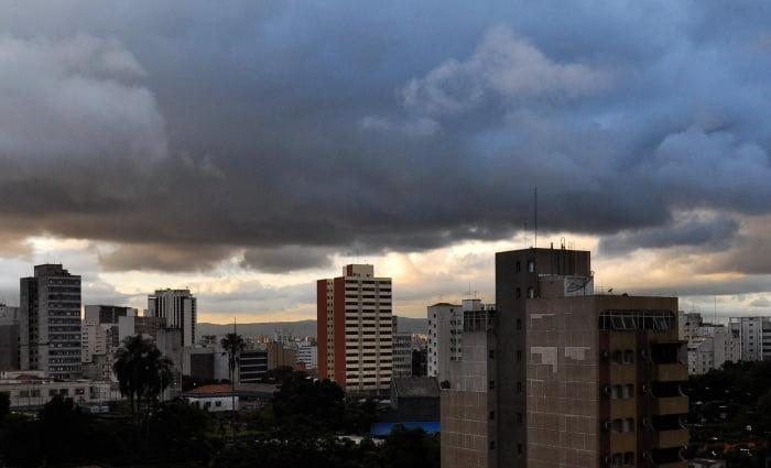 São Paulo, variações climáticas cada vez mais intensas, imagem do céu de são paulo, berço de variações climáticas