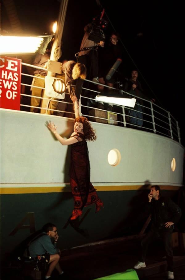 Titanic nos bastidores, imagem dos passageiros abandonando o titanic no filme