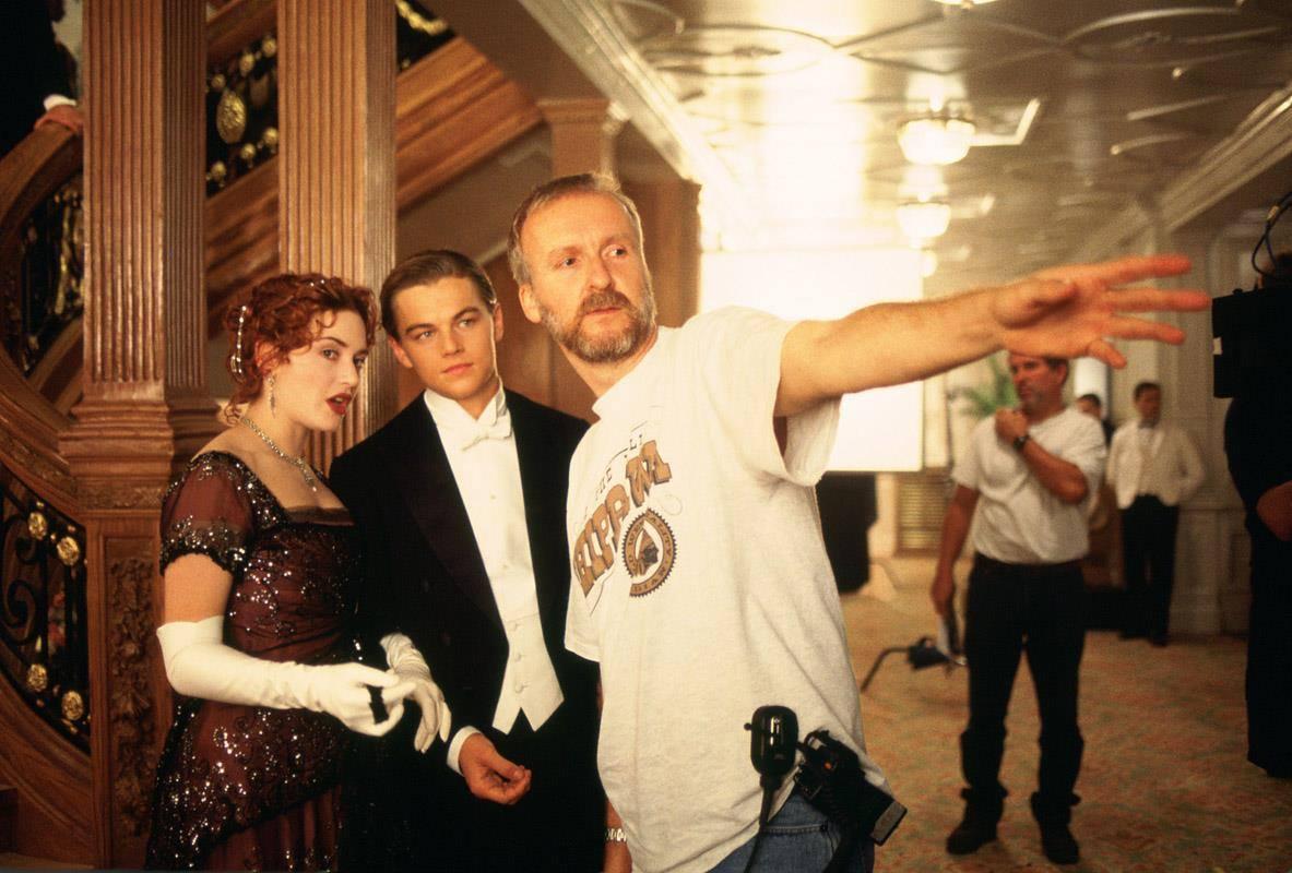 Filme Titanic: bastidores, imagem de Cameron na filarem do titanic