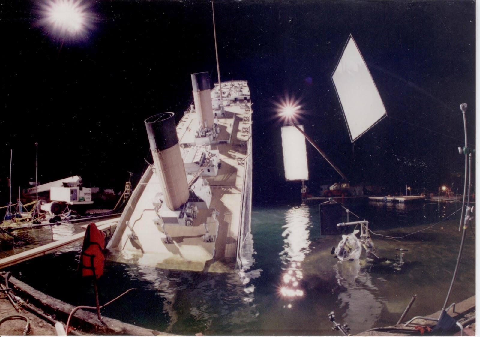 Titanic nos bastidores, imagem das filmagens do afundamento do titanic