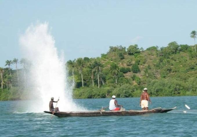 Pesca com bombas no Brasil, imagens de pesca com bombas na baía de são salvador
