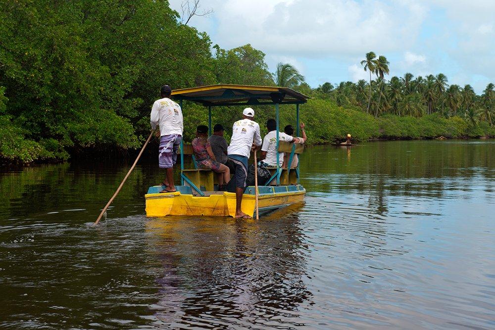 APA Costa dos Corais, imagem de barco em rio