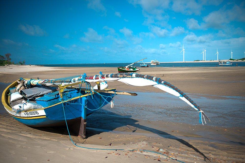 litoral, energia eólica, paisagem do rio jaguaribe com torres eólicas