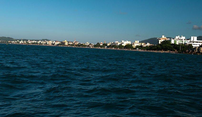 Canasvieiras e esgoto, praia cachoeira-do-Bom-jesus