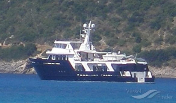 Barco brasileiro afunda ao largo da Flórida