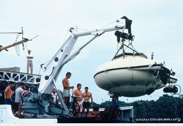 Conheça a história do navio Calypso, calypso suspende submarino