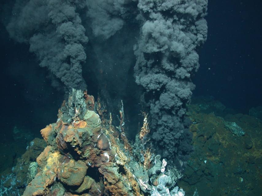Explorando o fundo dos oceanos, vulcão submarino em erupção