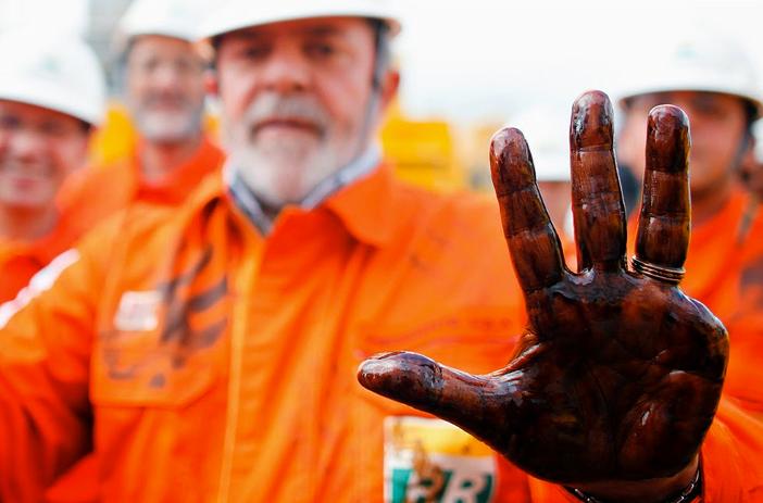 Mar Sem Fim, novidades no site, imagem de lula com a mão suja de petróleo