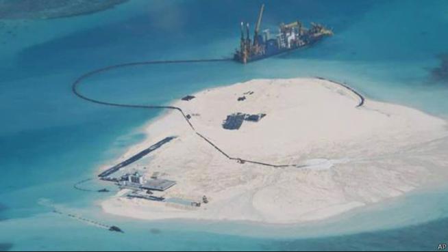 corais ameaçados, foto de ilhas artificiais na China
