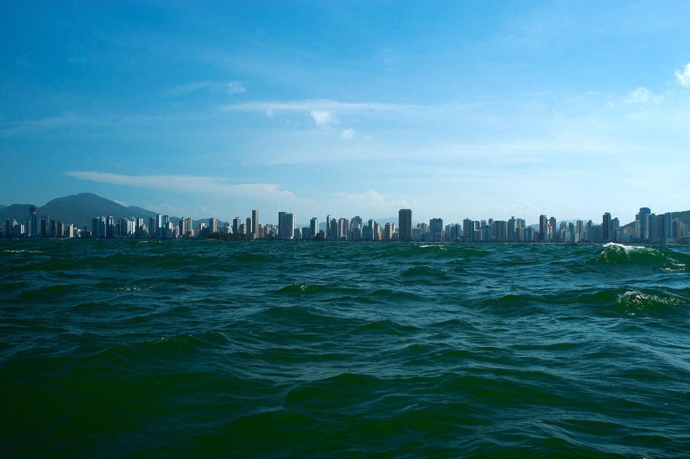 especulação imobiliária, imagem da praia de camboriu, SC