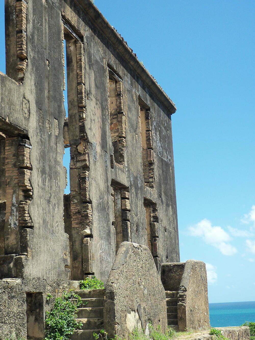 Pernambuco dos Olhos Meus, imagem de ruínas de casarão colonial em Pernambuco