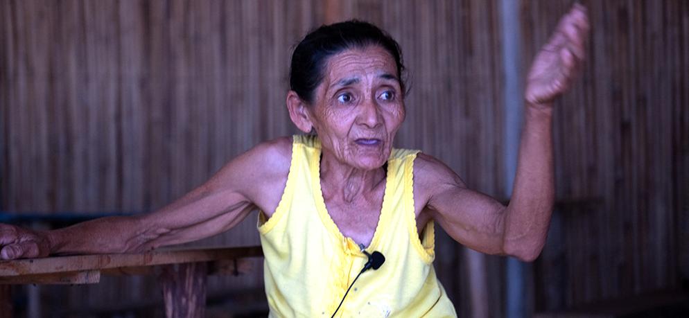 especulação imobiliária, foto de dona Dica, moradora da praia de Cajaíba