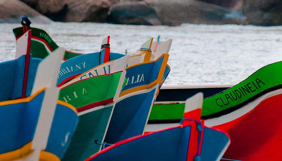 Ilhabela e os royalties do pré-sal, imagem das canoas de voga do bonete, ilhabela