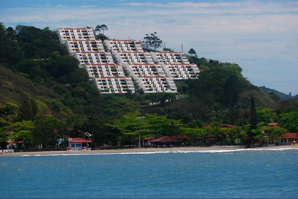 Costa brasileira, os dez maiores absurdos, imagem de condomínio em Ubatuba