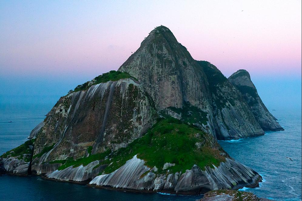 Costa brasileira, os dez maiores absurdos, imagem da ilha de alcatrazes, SP