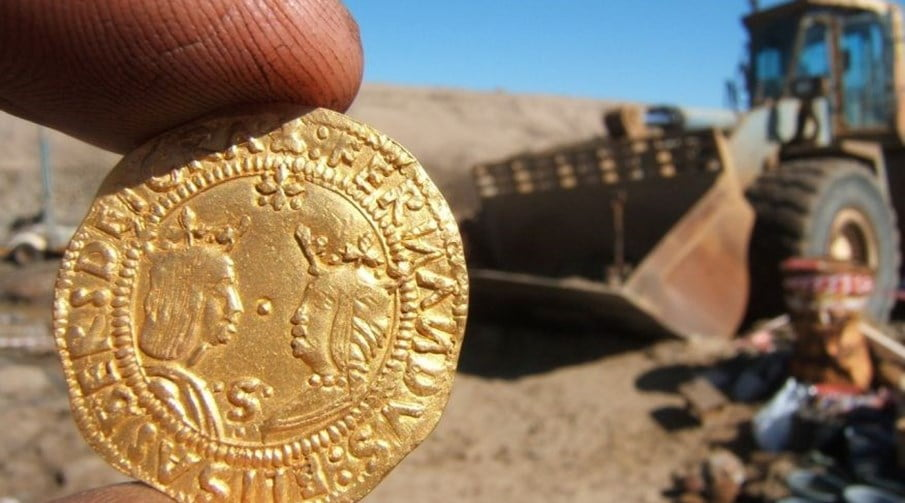 Tesouro encontrado em naufrágio, imagem de moeda de ouro de naufrágio